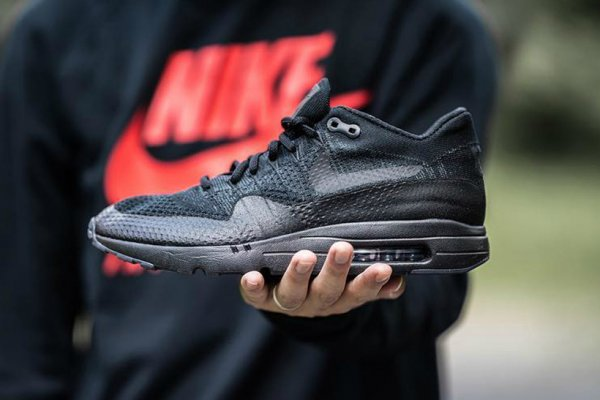 Nike Air Max 1 Ultra Flyknit 'Triple Black'