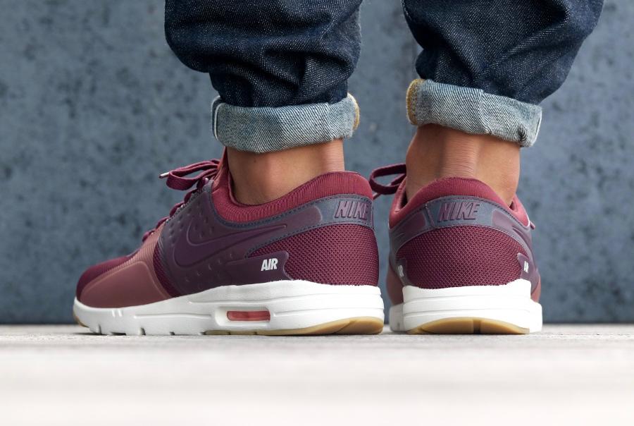 avis basket Nike Wmns Air Max Zero Maroon Pink Atomic Pink (2)