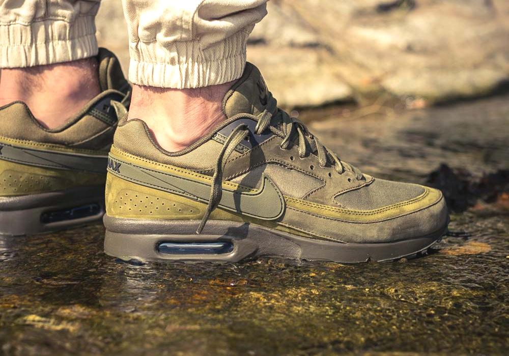 nike-819523-300-air-max-bw-premium-dark-loden-olive-green-on-feet-1