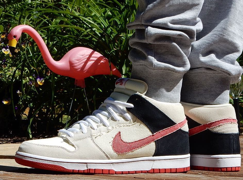 2010-street-fighter-x-nike-dunk-mid-ryu-1