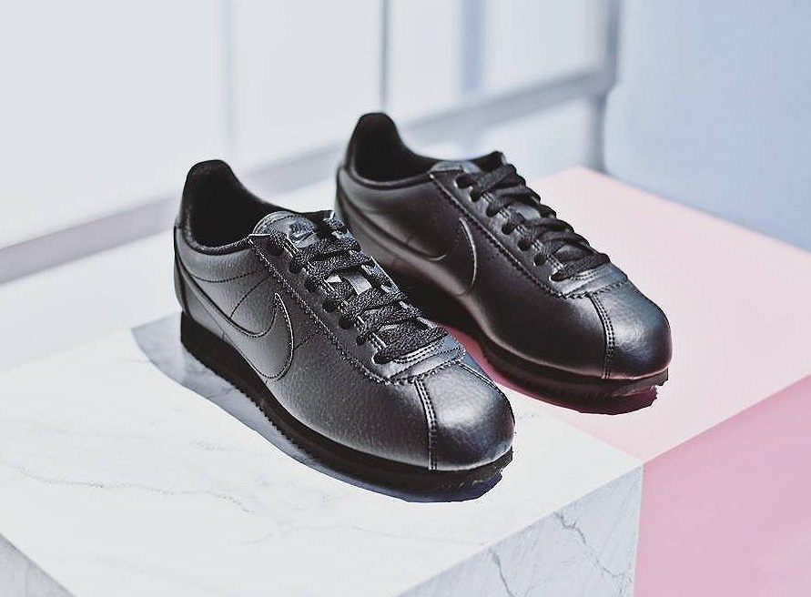 beautiful-x-powerful-nike-wmns-classic-cortez-leather-prm-triple-black-femme-3