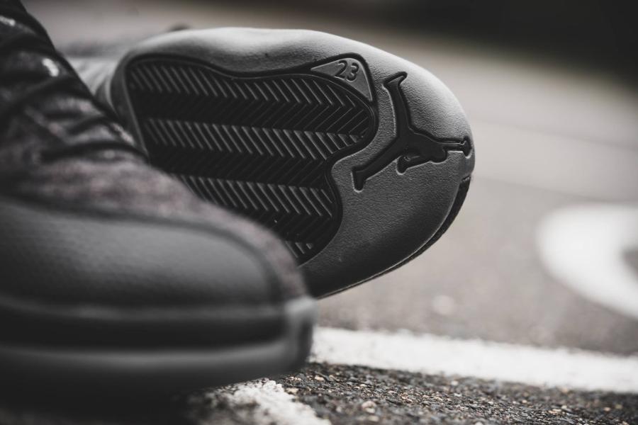 chaussure-air-jordan-12-laine-gris-et-cuir-noir-4