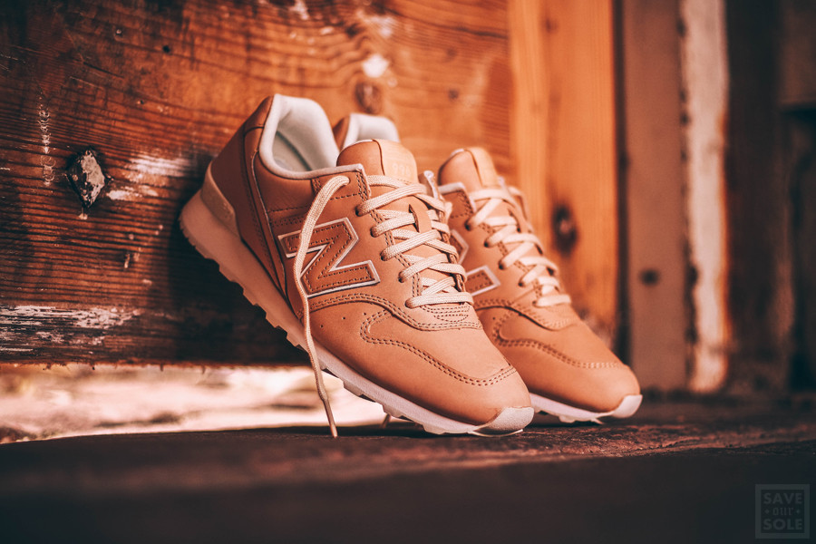 chaussure-new-balance-wr996-jt-cuir-beige-1