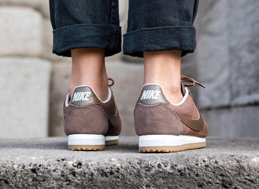 chaussure-nike-cortez-premium-ecailles-de-serpent-marron-femme-2