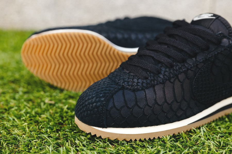 chaussure-nike-cortez-premium-black-gum-2