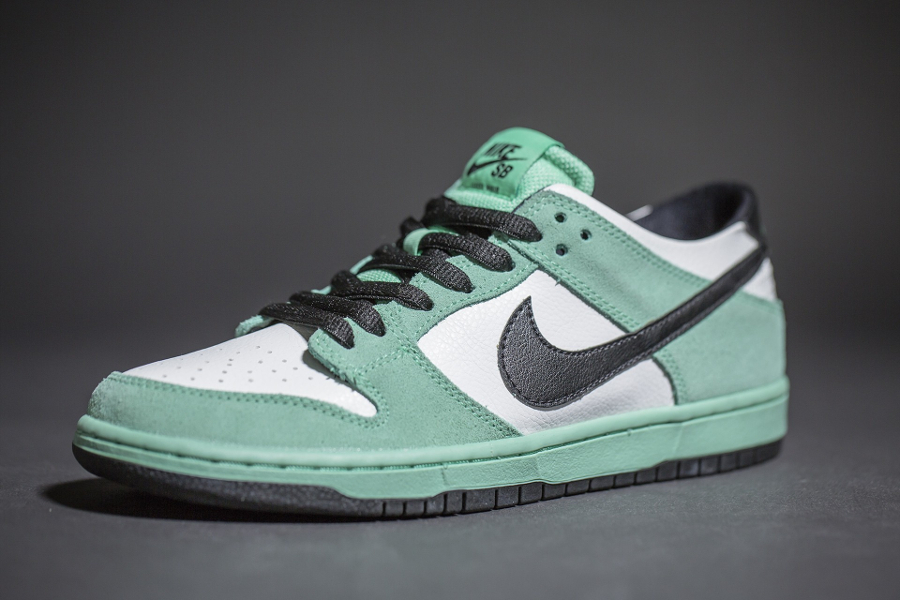 chaussure-nike-dunk-low-sb-iw-sea-crystal-4