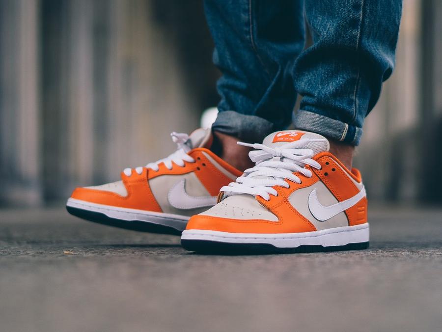 chaussure-nike-dunk-low-sb-premium-safety-orange-cream-1