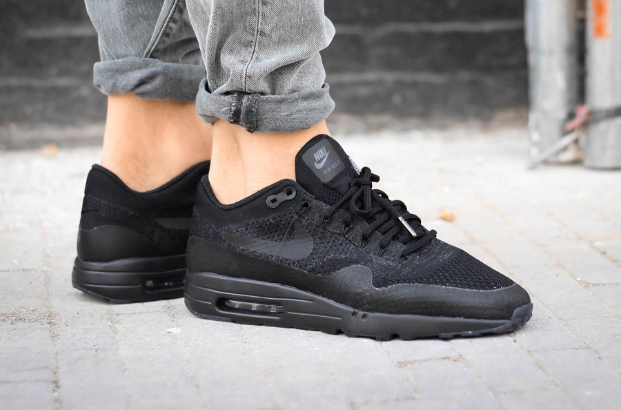 avis-basket-nike-air-max-1-ultra-flyknit-triple-black-on-feet