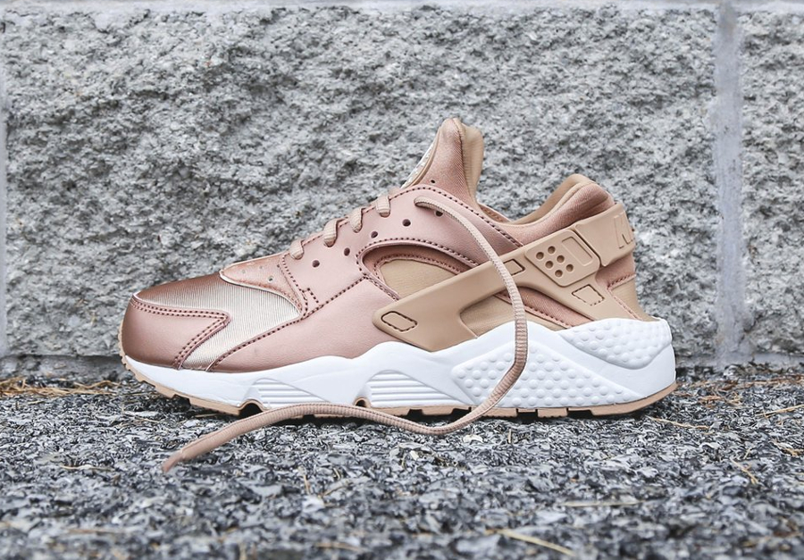 new products 9698f bdf79 avis-basket-nike-wmns-air-huarache-special-edition-