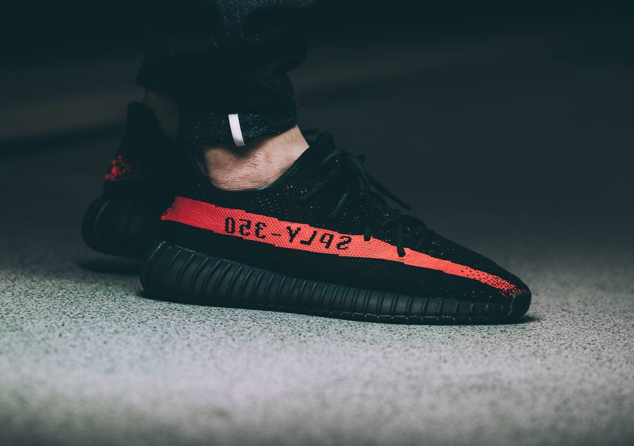 basket-kanye-west-x-adidas-yeezy-350-boost-v2-core-black-red-1