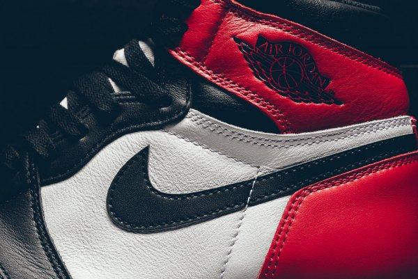 Air Jordan 1 Retro High 'Black Toe' (édition 2016)