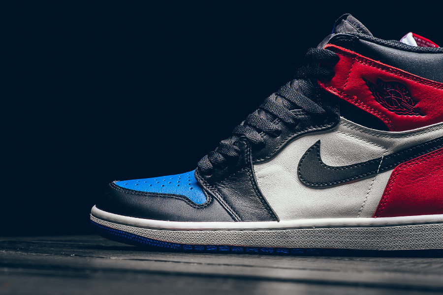 chaussure-air-jordan-1-retro-high-og-chicago-banned-royal-blue-4