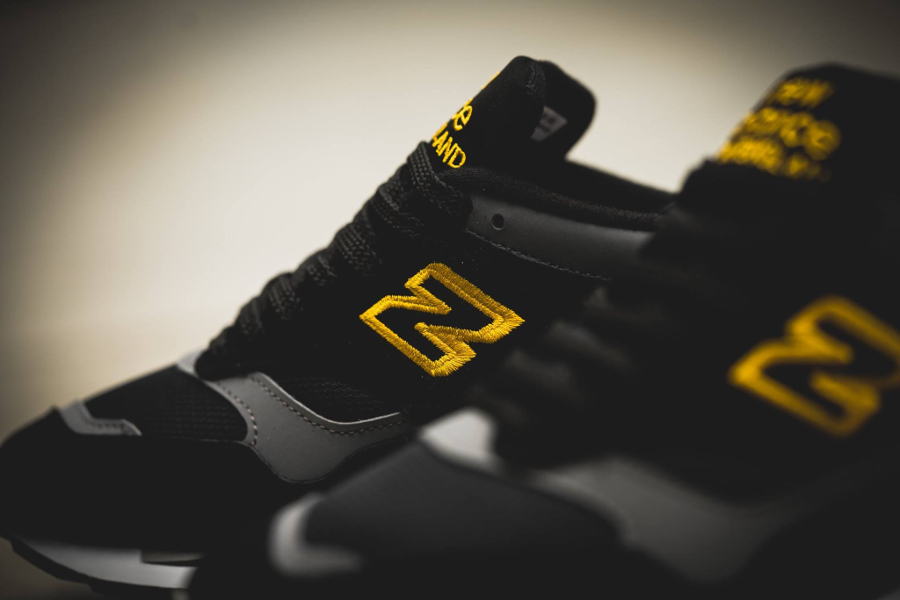 chaussure-new-balance-m1500by-og-black-yellow-retro-2016-3