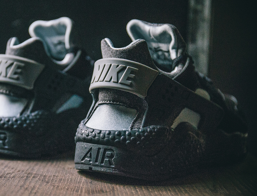 chaussure-nike-air-huarache-se-oreo-black-wolf-grey-2