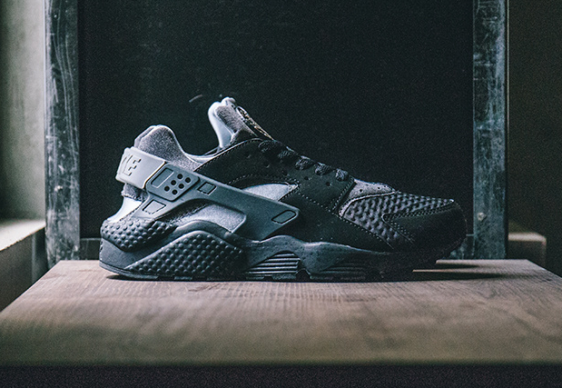 chaussure-nike-air-huarache-se-oreo-black-wolf-grey-3