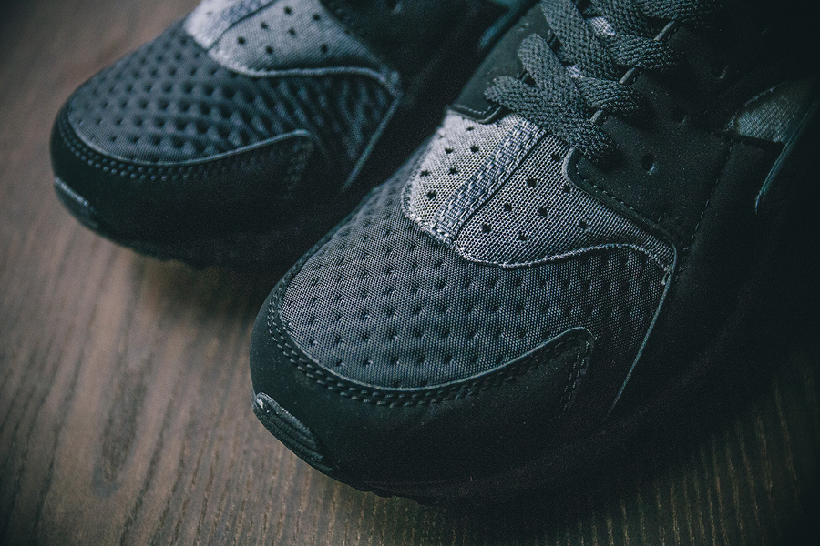 chaussure-nike-air-huarache-se-oreo-black-wolf-grey-5