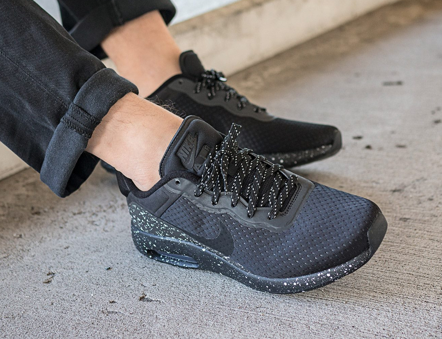 chaussure-nike-air-max-modern-special-edition-noire-semelle-mouchetee-3