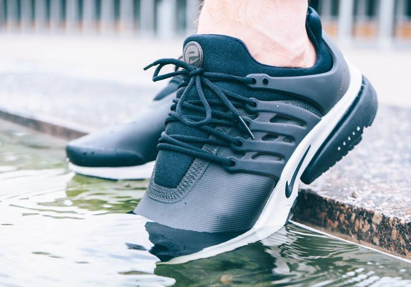 chaussure-nike-air-presto-utility-low-black-light-bone-impermeable