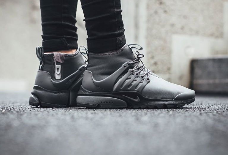 chaussure-nike-wmns-air-presto-utility-mid-top-dark-grey-femme-1