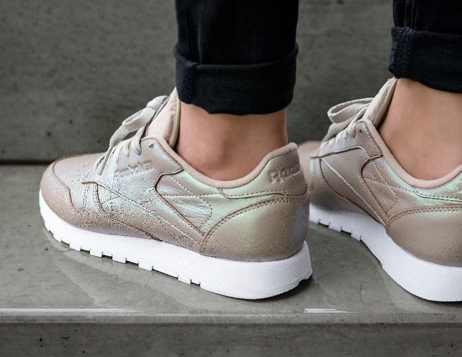 chaussure-reebok-classic-leather-w-cuir-effet-brillant-perle-femme-1