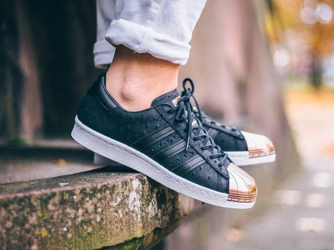 avis-basket-adidas-superstar-w-metal-toe-black-ostrich-leather