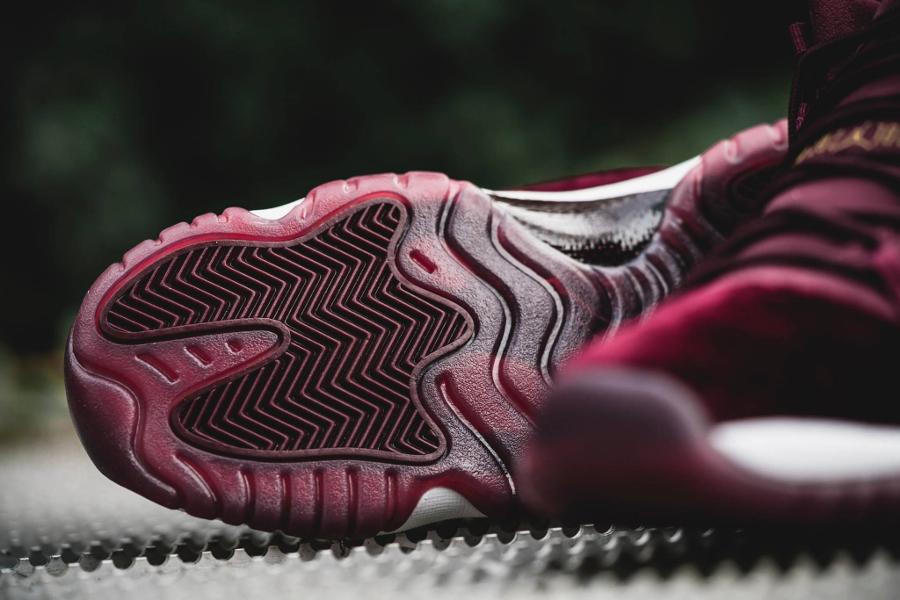 chaussure-air-jordan-11-velours-bordeaux-dore-femme-2