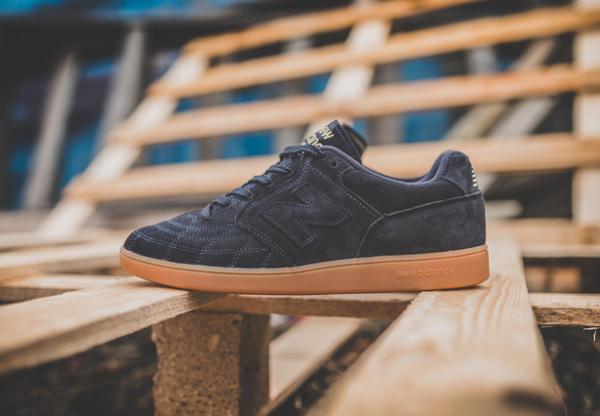 chaussure-new-balance-epic-tr-rn-football-daim-premium-noir-semelle-en-gomme-2