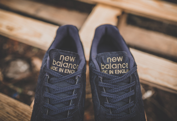 chaussure-new-balance-epic-tr-rn-football-daim-premium-noir-semelle-en-gomme-3