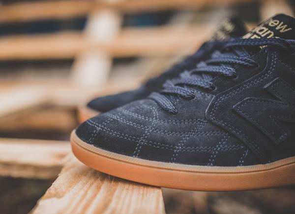 chaussure-new-balance-epic-tr-rn-football-daim-premium-noir-semelle-en-gomme-4