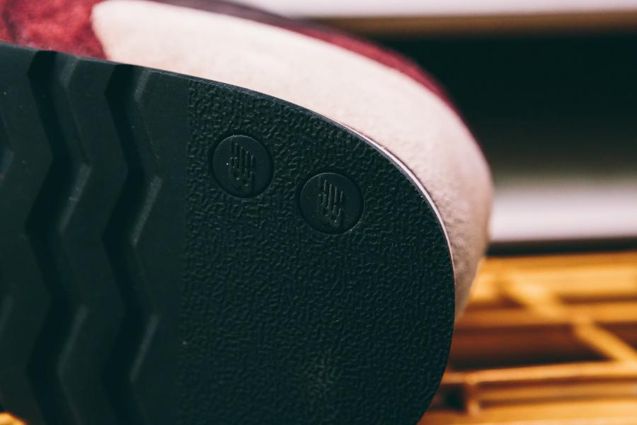 chaussure-new-balance-m770rbb-daim-bordeaux-homme-4