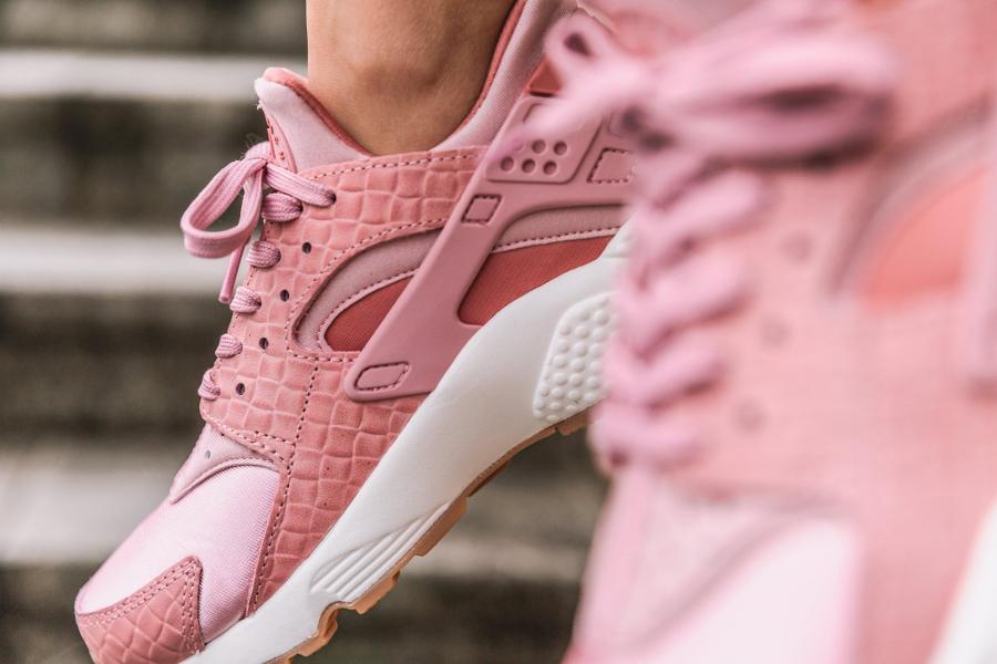 chaussure-nike-air-huarache-prm-croc-pink-glaze-imprime-crocodile-2