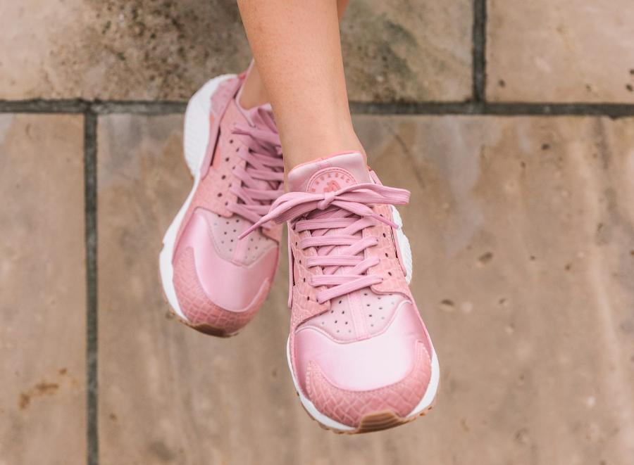 chaussure-nike-air-huarache-prm-croc-pink-glaze-imprime-crocodile-3
