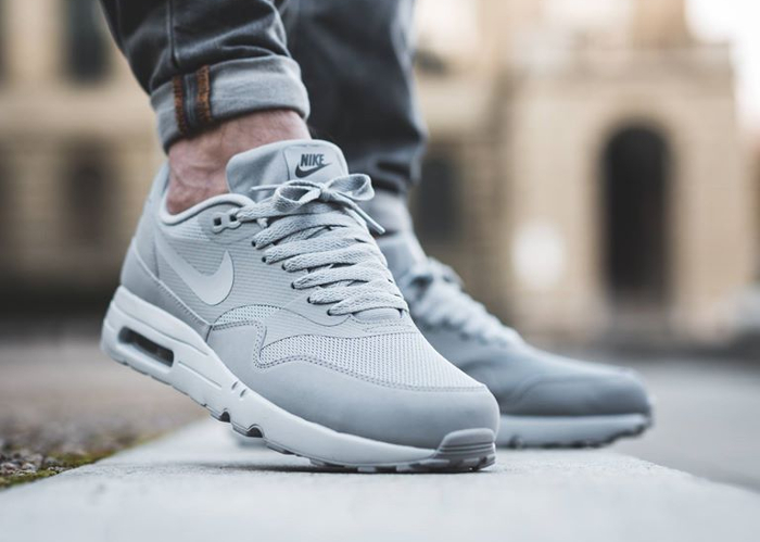 chaussure-nike-air-max-1-ultra-2-0-essential-wolf-grey-homme-2