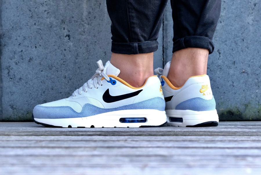 Nike Air Max 1 Ultra Essentials 'Light Bone Bluecap Gold