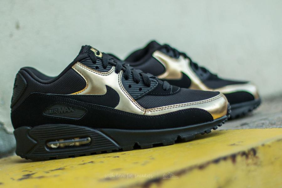 chaussure-nike-air-max-90-essential-noire-metallique-or-5