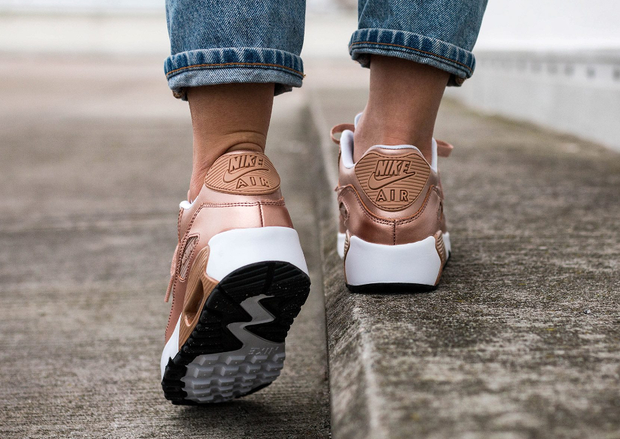 chaussure-nike-wmns-air-max-90-se-metallic-red-bronze-2