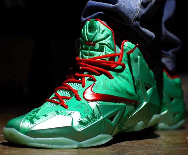 nike-lebron-11-christmas-those_shoe_guys