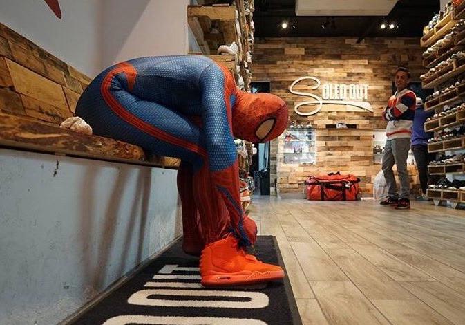 spiderman-en-nike-air-yeezy-2-red-october