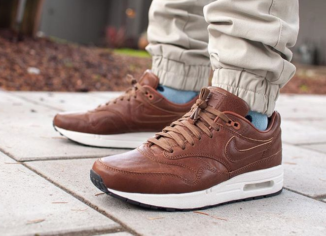 will-leather-goods-x-nike-air-max-1-id-premium-cognac-andradas