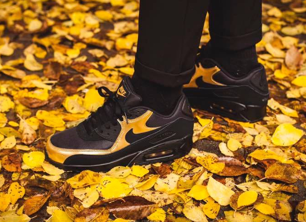 image-basket-nike-air-max-90-essential-noir-black-metallic-gold-homme-1