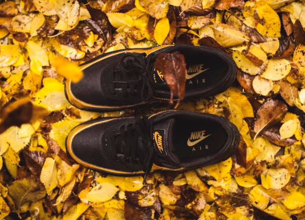 image-basket-nike-air-max-90-essential-noir-black-metallic-gold-homme-3