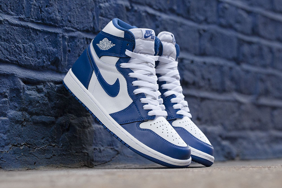 reedition-de-la-air-jordan-1-high-originale-storm-blue-de-1985-1