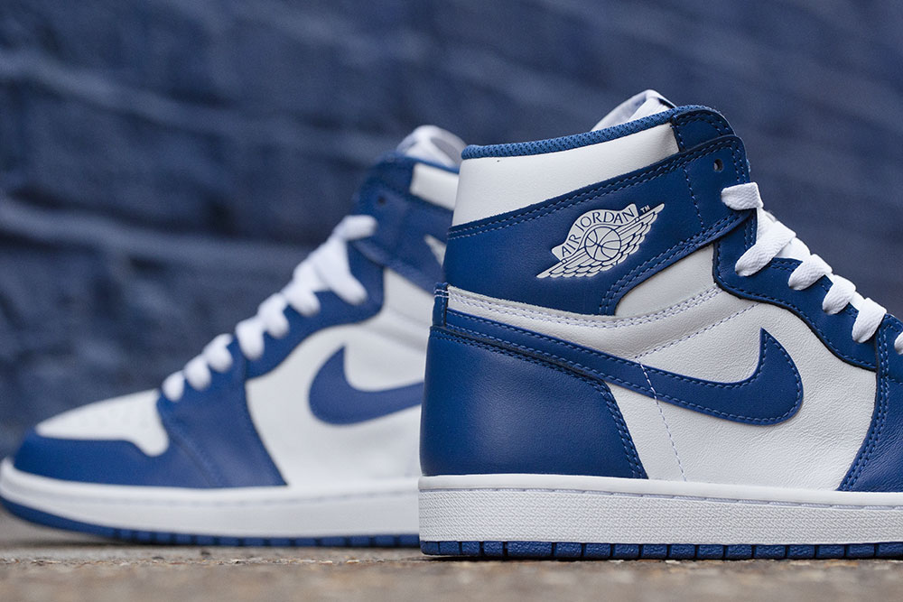 reedition-de-la-air-jordan-1-high-originale-storm-blue-de-1985-2