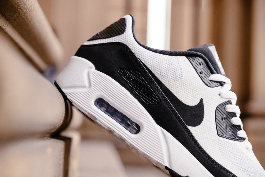 basket-nike-air-max-90-ultra-2-0-essential-white-black-3-homme-femme