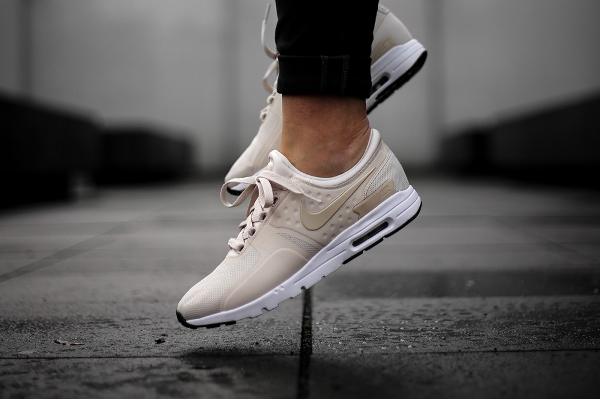énorme réduction 81e23 0c525 Nike Air Max Zero Beige Oatmeal Orewood Brown (femme)