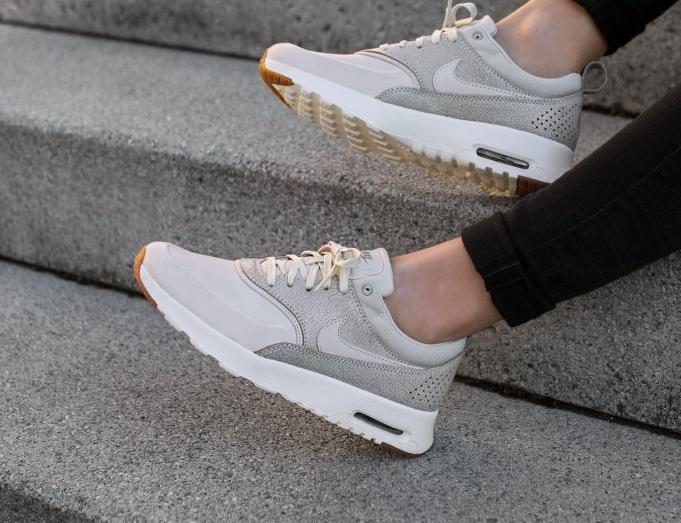 chaussure-nike-wmns-air-max-thea-prm-cuir-craquele-beige-3