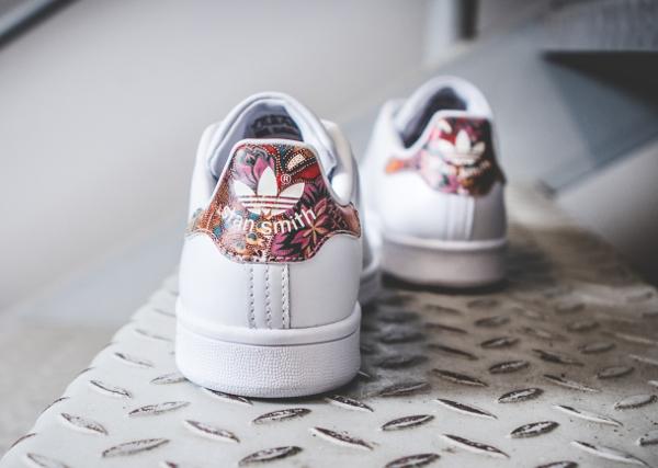 ce31206d3c9 Chaussure The Farm Company x Adidas Stan Smith W imprimé à fleurs bali (3)