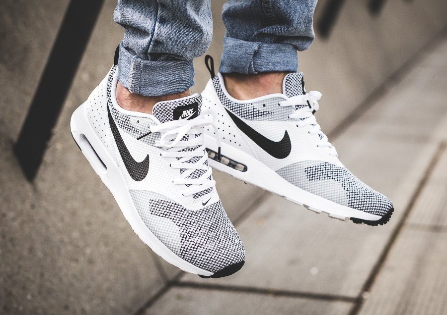 soldes-Chaussure-Nike-Air-Max-Tavas-PRM-Oreo-homme-pas-cher