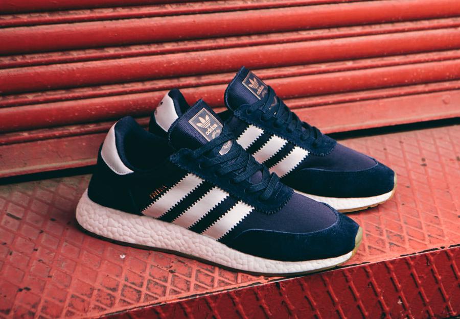 Basket Adidas Originals Iniki Runner bleu foncé (1)