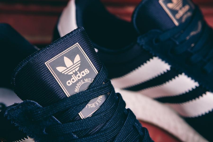 Basket Adidas Originals Iniki Runner bleu foncé (2)